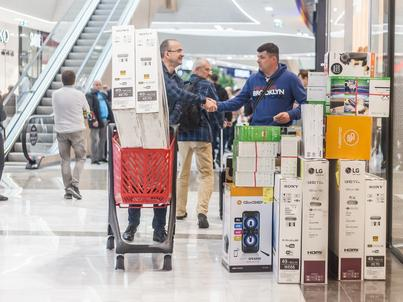 Nawet ograniczony zakaz handlu w niedzielę odbije się na polskim PKB