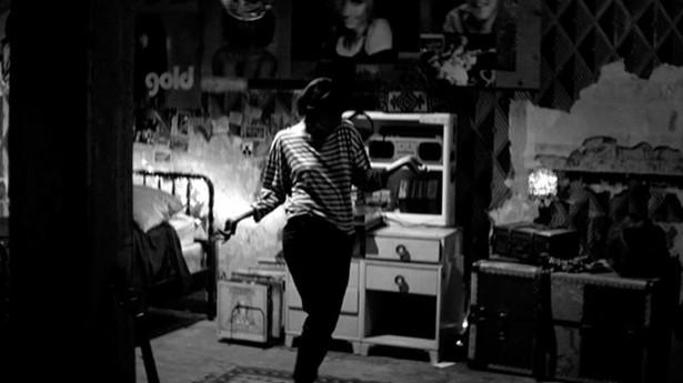 """Kadr z filmu """"O dziewczynie, która wraca nocą sama do domu"""""""