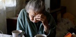 85-latka wyrzuciła przez okno 75 tys. zł za szczepionkę na COVID-19 dla wnuka. Wszystko straciła