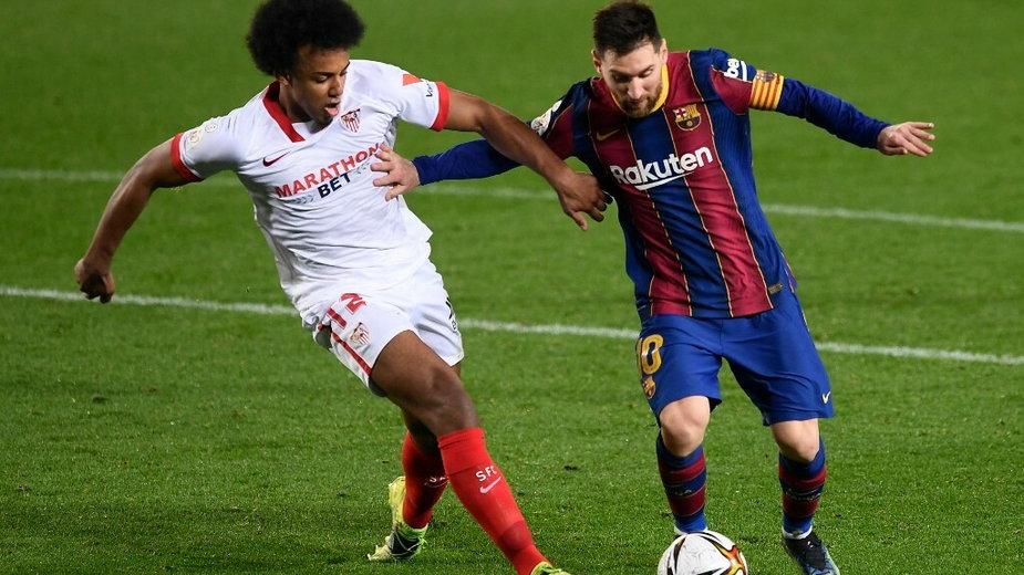 Jules Kounde (z lewej) i Lionel Messi