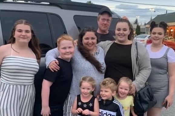 Porodica traga za anonimnom ženom koja je prevezla bliznakinje i pozvala policiju