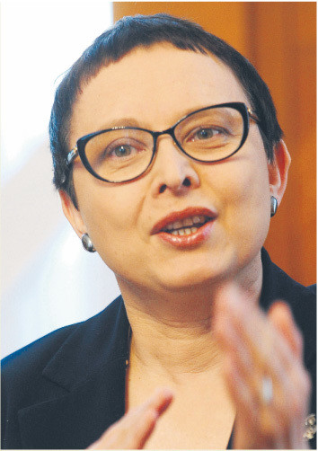 Katarzyna Hall (minister edukacji): Nowelizacji karty było 60. W efekcie to dziurawy dokument, który trudno przeczytać