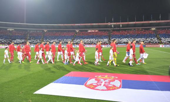 Fudbalska reprezentacija Srbije izlazi na teren pred meč sa Gruzijom