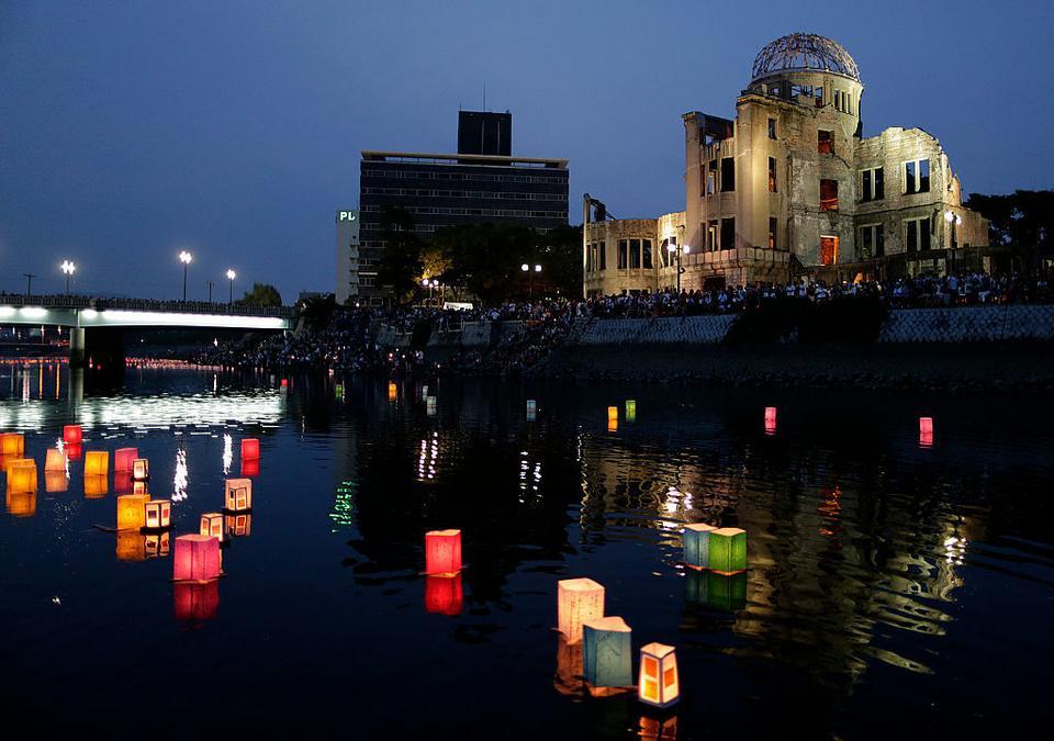 Nagasaki. Co roku w rocznicę zrzucenia bomby odbywa się uroczystość upamiętniająca ofiary