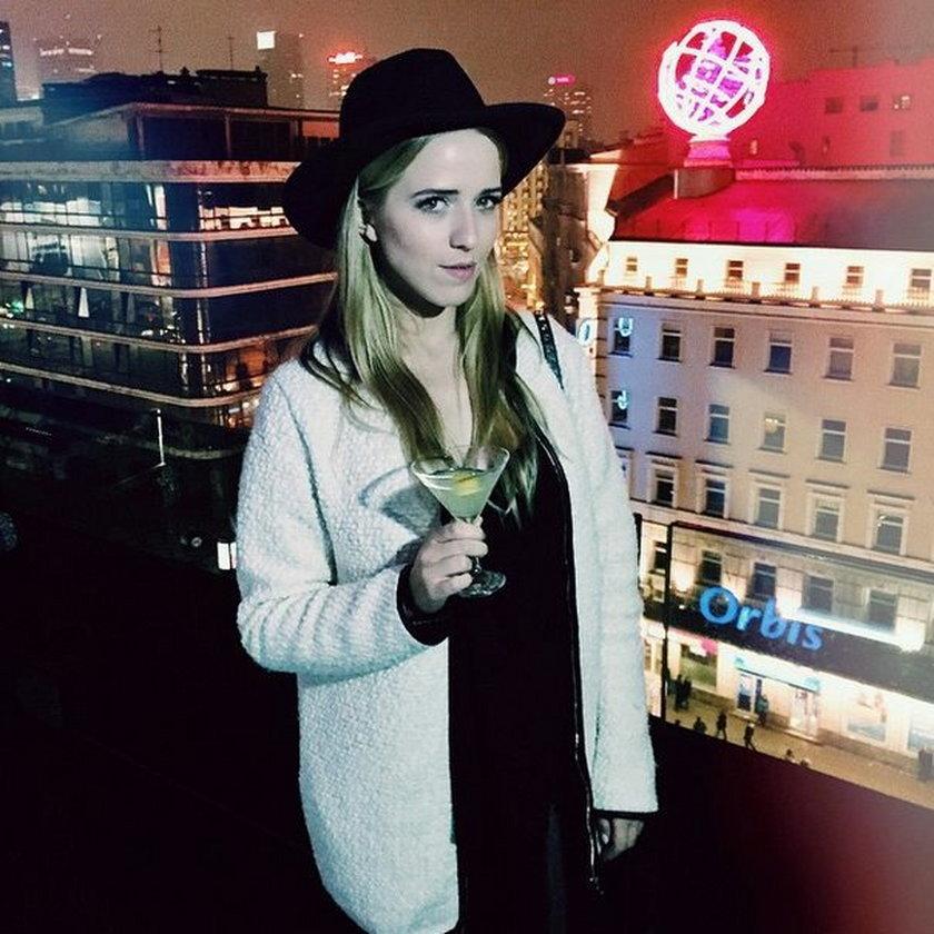 Jessica Mercedes z drinkiem