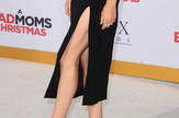 Mila Kunis i noge u prvom planu