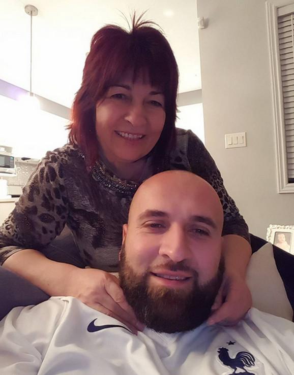 Dario Rokvić  s majkom Milom