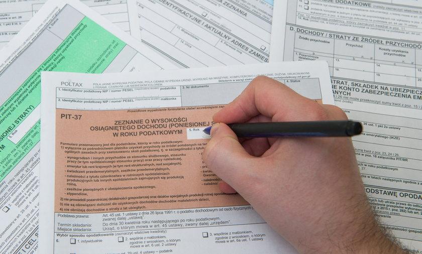 Ulga dla klasy średniej dla osób znajdujących się zarobkowo na jej granicy może oznaczać konieczność zwrotu podatkowego na koniec roku.