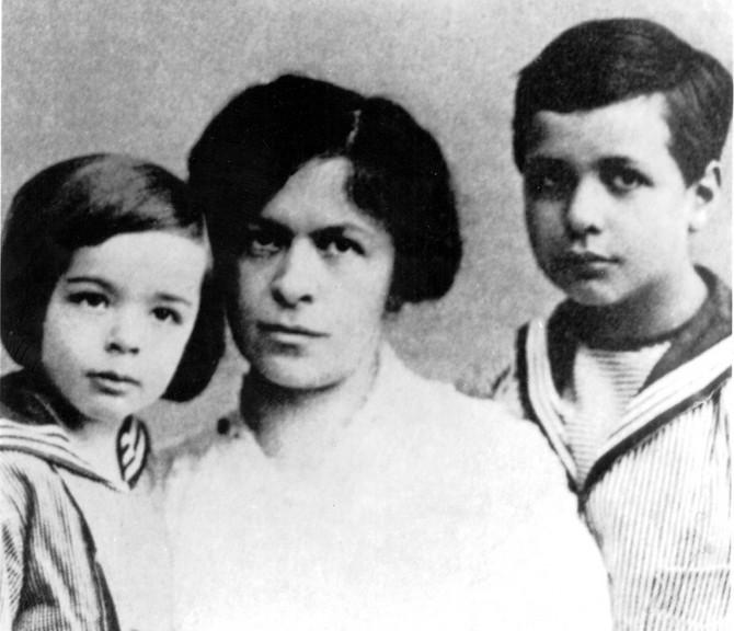 Mileva Marić Ajnštajn sa decom