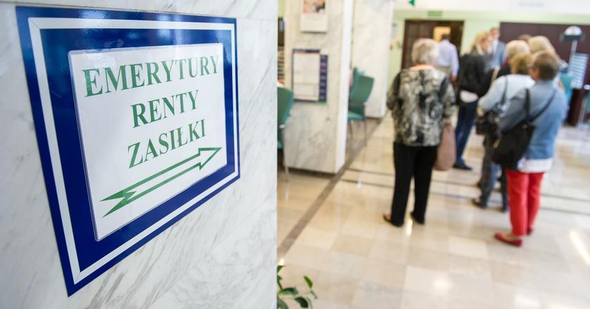 Minister Elżbieta Rafalska podkreśliła, że wcześniejsze przejście na emeryturę jest prawem, a nie obowiązkiem. Im później zrezygnujemy z pracy, tym wyższe świadczenie wypłaci ZUS