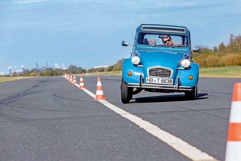 Pierwotnie 2CV miało być pojazdem odpowiadającym na potrzeby francuskiej prowincji. Później jednak status auta ewoluował. Dziś to lifestylowy pojazd