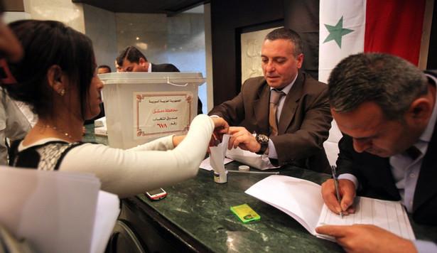 """Opozycja nazywa wybory prezydenckie w Syrii """"farsą"""" EPA/YOUSSEF BADAWI"""