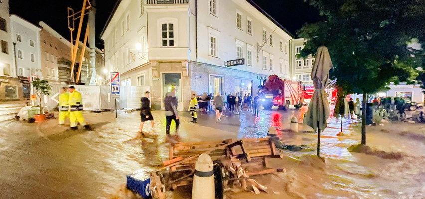 Dramatyczna sytuacja pogodowa także w Austrii. W kilka minut górskie miasto znalazło się pod wodą