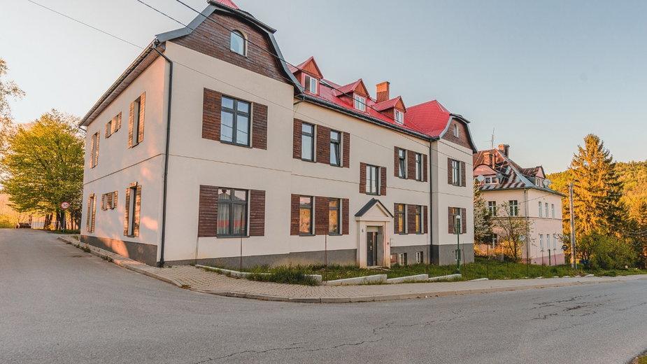 Butikowy aparthotel w Bieszczadach. Powstał w budynku z 1926 roku.