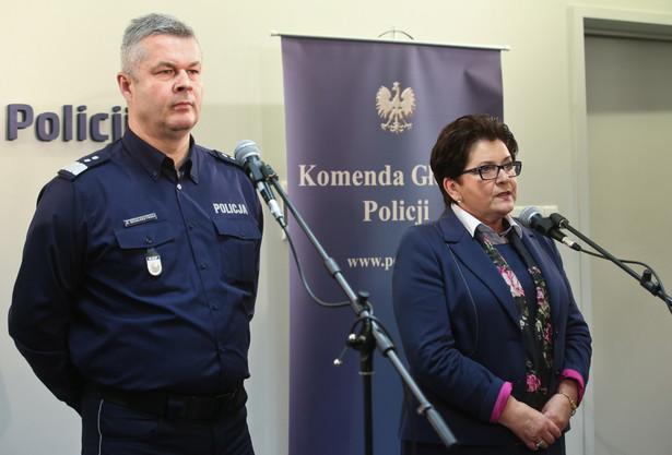 Minister spraw wewnętrznych Teresa Piotrowska (i komendant główny policji inspektor generalny Marek Działoszyński