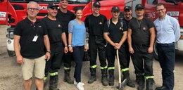 To nie jest zwykłe zdjęcie. Polscy strażacy pozują z ...