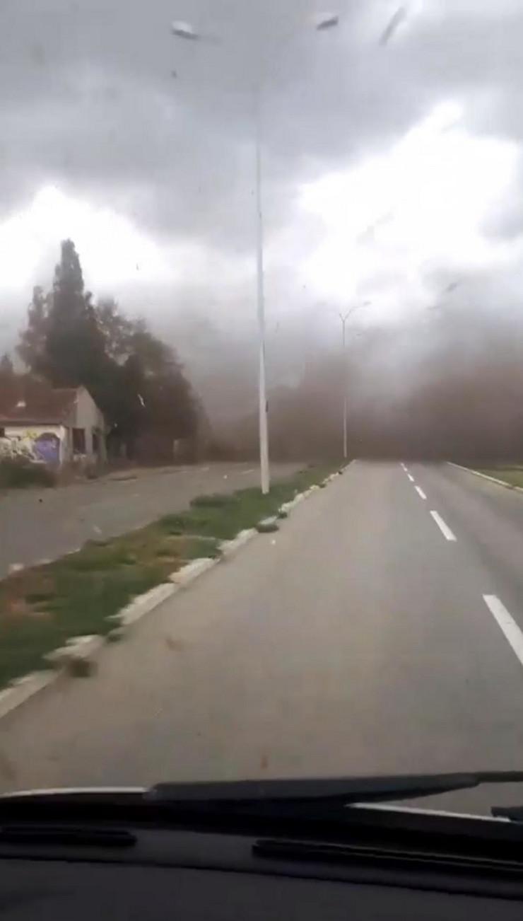 inđija tornado