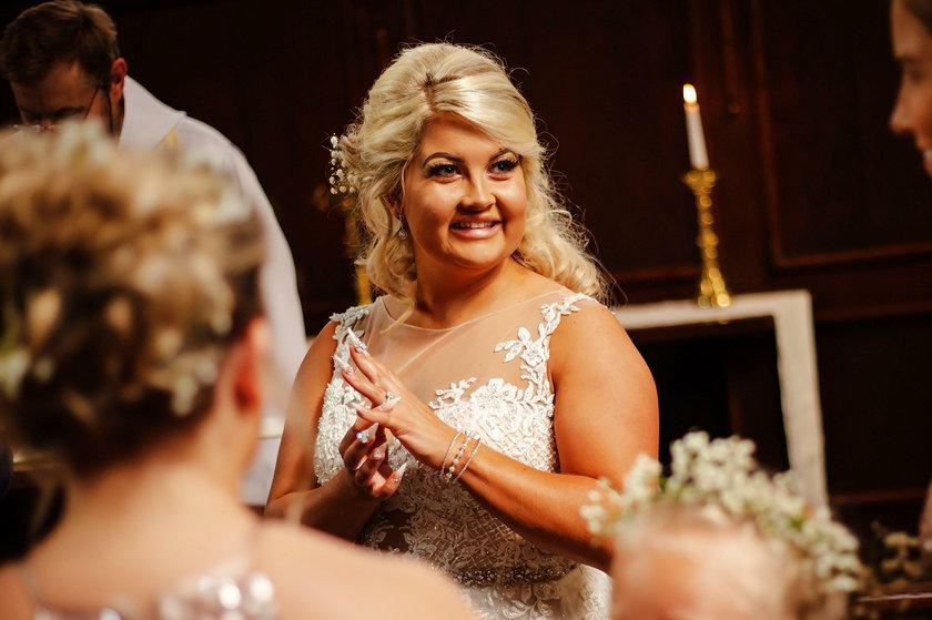 Chciała, by ojciec był na ślubie. Zrobiła z jego prochów manicure