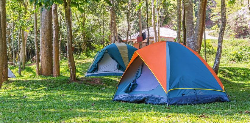 Obozy pod namiotami. Znamy wymagania GIS!