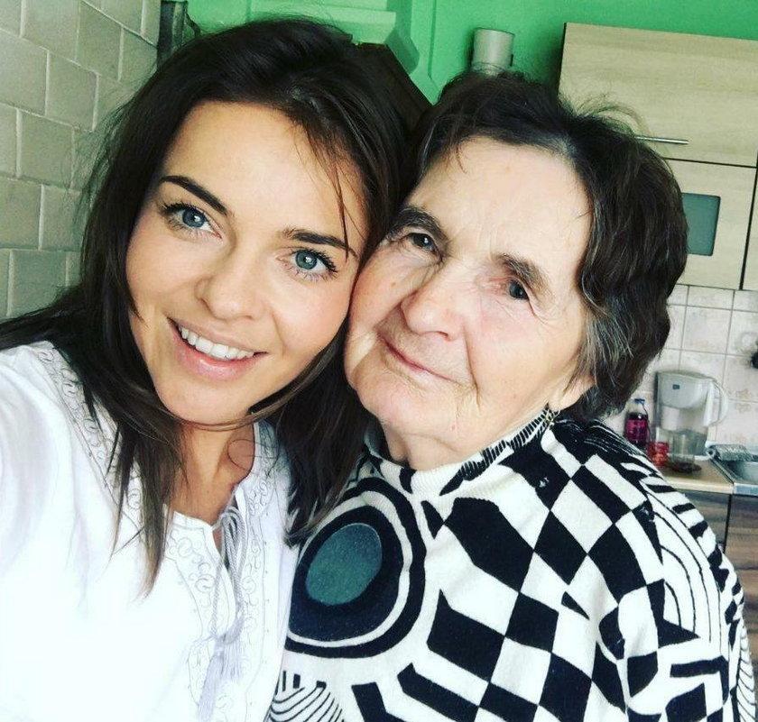 Edyta Herbuś z babcią Tolą