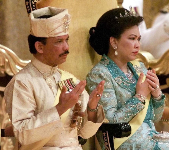 Hasanal Bolkijah, sultan od Bruneja, sa bivšom suprugom Marijam Aziz