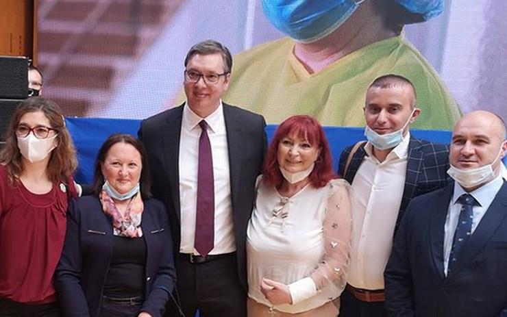 Vučić i medicinski radnici