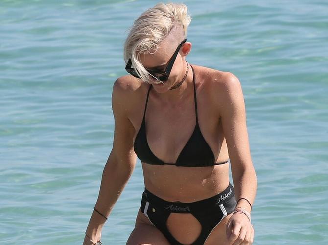 Da li ste ikada videli ovakav kupaći kostim? Ko se usudio na ovo?