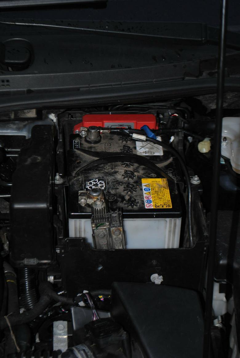 Sterownik instalacji LPG zamontowano obok akumulatora.