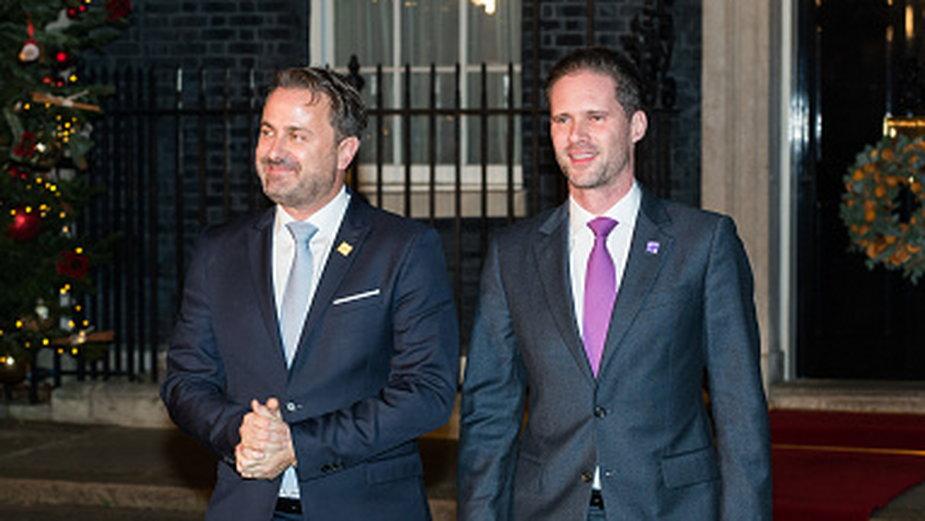 Premier Luksemburga Xavier Bettel (L) i jego mąż Gauthier Destenay