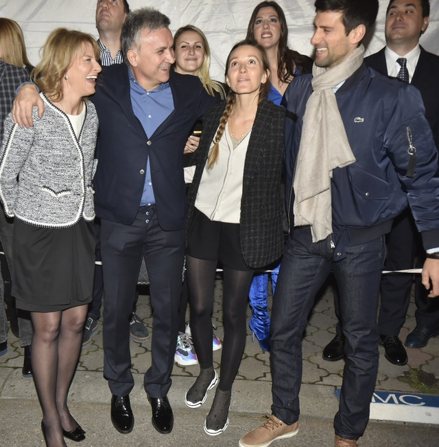 Novak sa suprugom Jelenom, majkom Dijanom i ocem Srđanom
