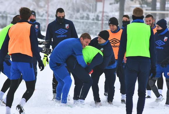 Bilo je dosta zanimljivo na treningu novosadskog superligaša uprkos snegu koji je prekrio teren
