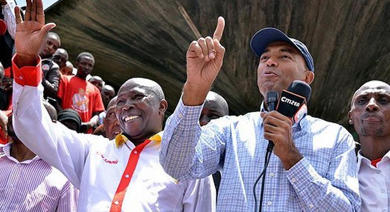 Nairobi gubernatorial aspirant Peter Kenneth (right) and Starehe MP Maina Kamanda addressing tarders at Wakulima Market on February 28, 2017.