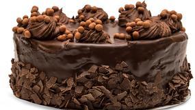 Jak udekorować boki tortu?