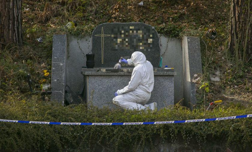 Zdewastowano grób i skradziono szczątki