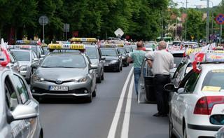 Warszawa: Protest taksówkarzy przeciw Uberowi