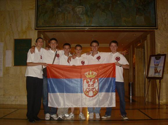 S leva na desno: Stevan Gajović, Mihajlo Cekić, Teodov von Burg, Luka Milićević, Dušan Milijančević i Rade Špegar