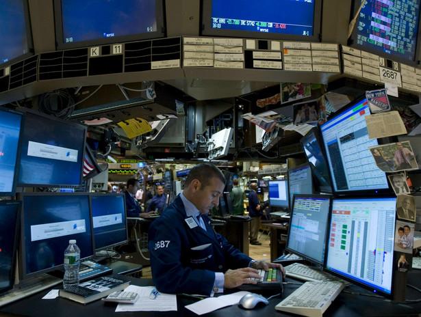 Mimo, że wiadomość o ataku na Biały Dom została niemal natychmiast zdementowana, wskaźnik Dow Jones spadł o 150 punktów. Chwilę później ceny akcji powróciły do wcześniejszego poziomu.