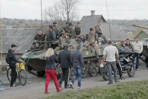 Blokirani ukrajinski tenk kod Kramatorska