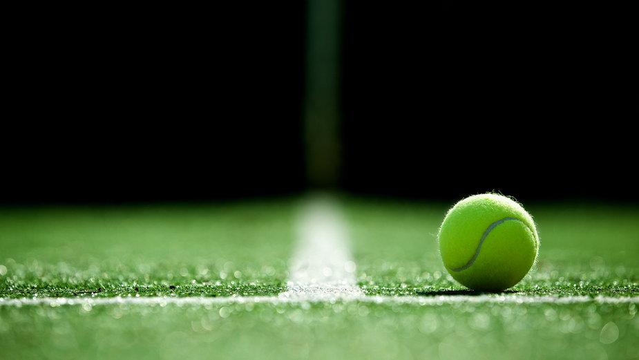 Tenis przy sztucznym oświetleniu