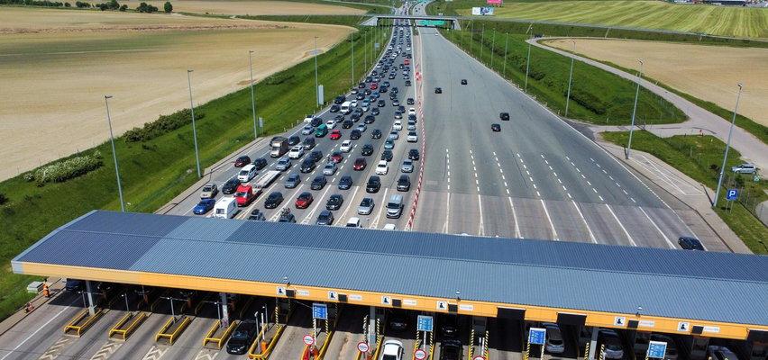 Korki na autostradzie - czy i kiedy będą otwierane bramki w wakacje 2021?
