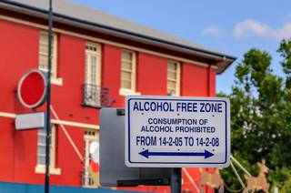 Czy ograniczenia w sprzedaży alkoholu rozwiązują problemu z nałogiem, czyli jak to zrobiła Australia