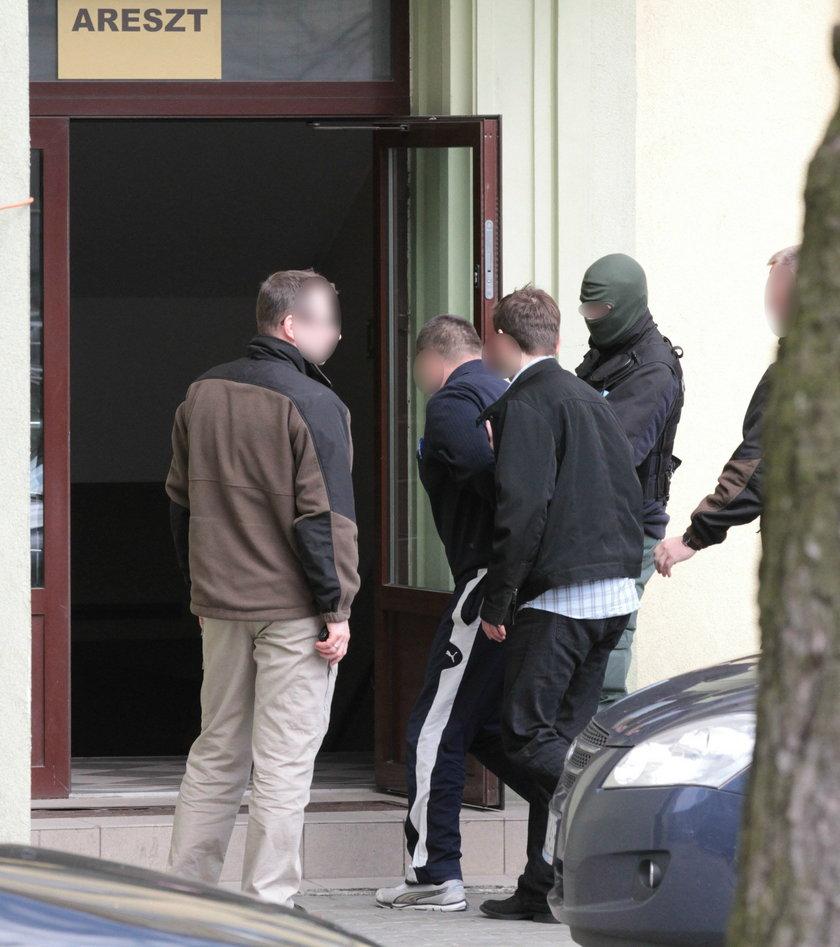 Trzech podejrzanych w sprawie opuściło areszt