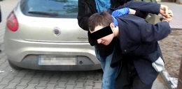Kusił dzieci słodyczami a później je obmacywał. Policja złapała pedofila