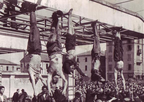 Musolini i Klareta obešeni za noge u Milanu  nakon streljanja