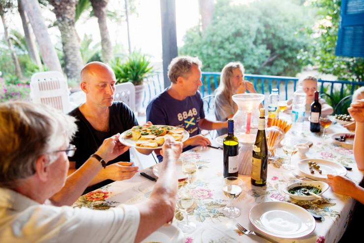 Italija porodica jede