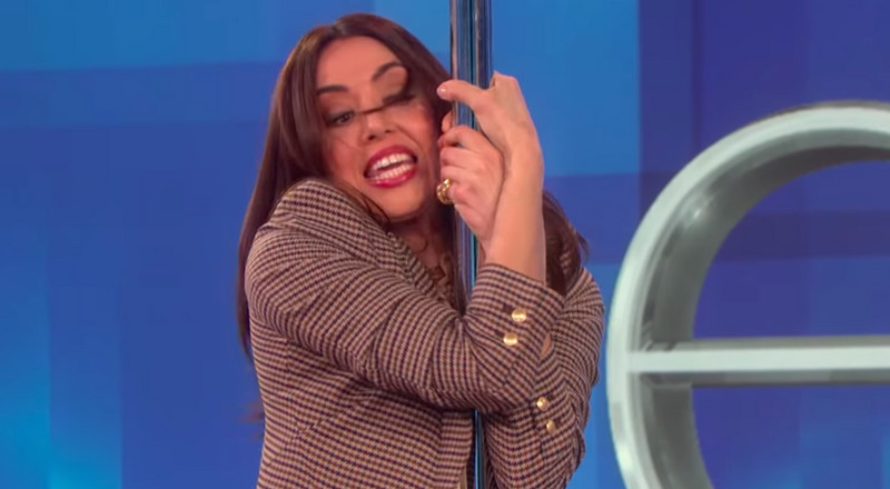 Watch Aubrey Plaza Hilariously Recreate Jennifer Lopez's Pole Dance Routine from Hustlers