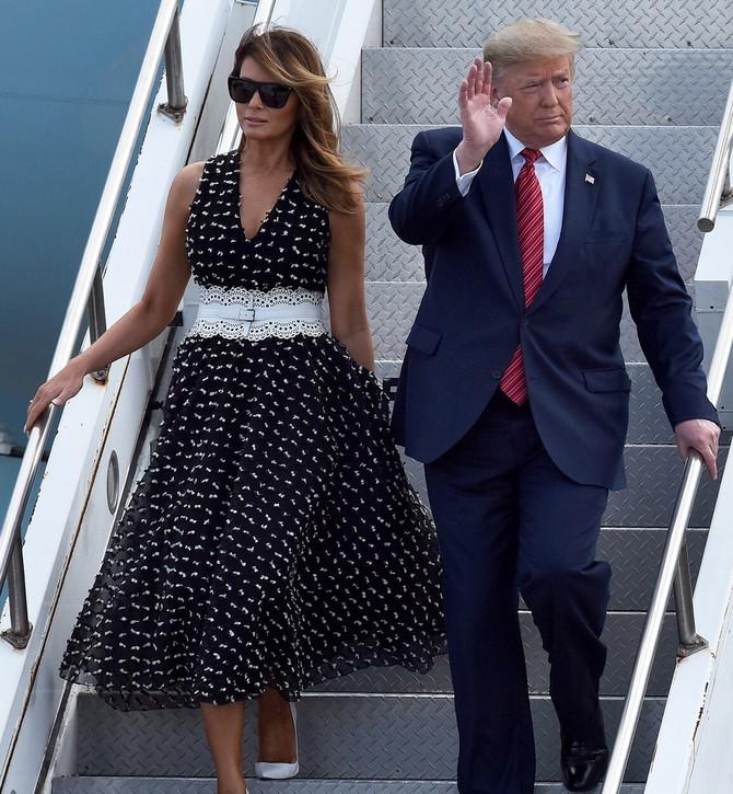 Melanija Tramp u tufnastoj haljini i Donald Tramp