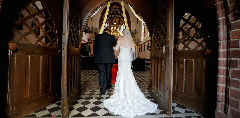 Zbierał złom, by zarobić na ślub. W końcu mu się udało!