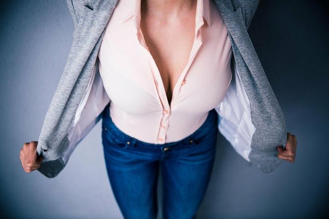 Žene s velikim grudima dele se na one koje će retko odbiti poziv na seks i na one koje više uživaju u nežnosti