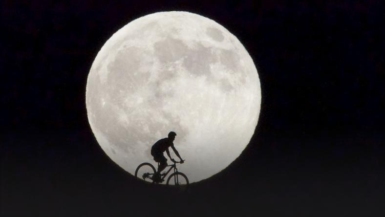 SPAIN SUPERMOON (SUPERMOON RISES IN FUERTEVENTURA)
